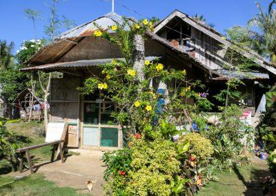Wohnhaus mit Blütenpracht